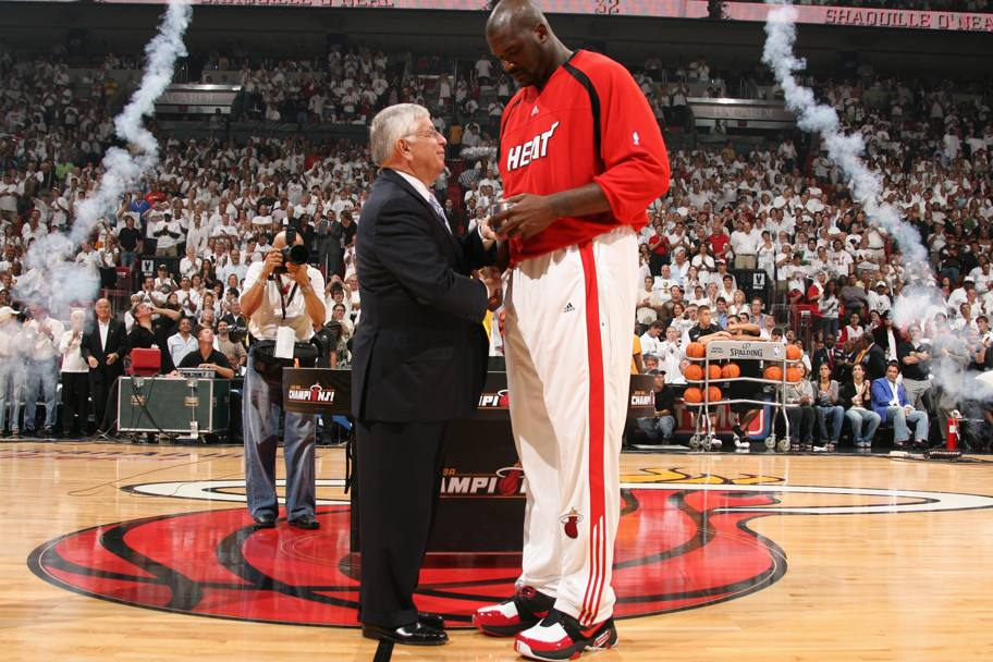 Shaquille O'Neal col commissioner David Stern