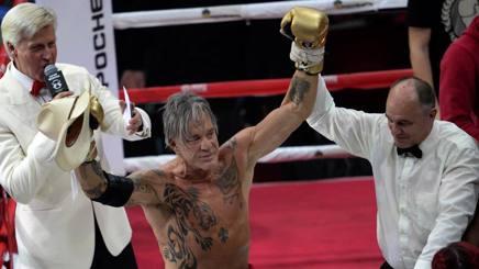 Boxe: Rourke e il k.o. comprato. L'avversario è un senzatetto