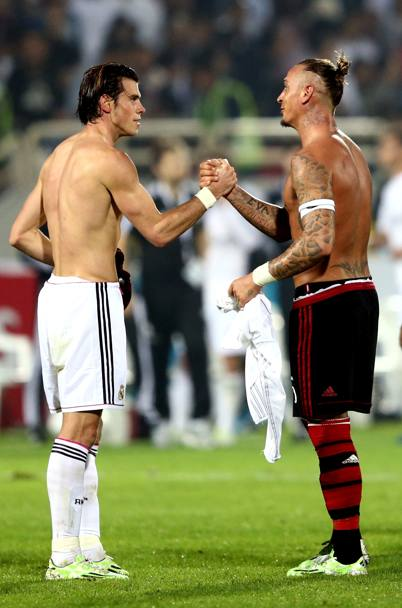 Bale e Mexes dopo il match. Getty