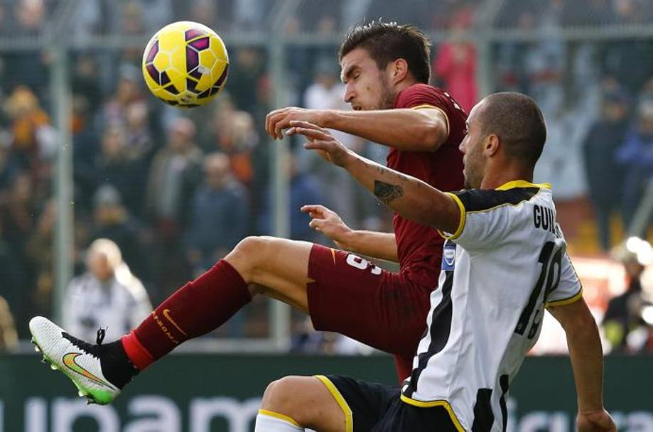 Guilherme contro Strootman. Action Images
