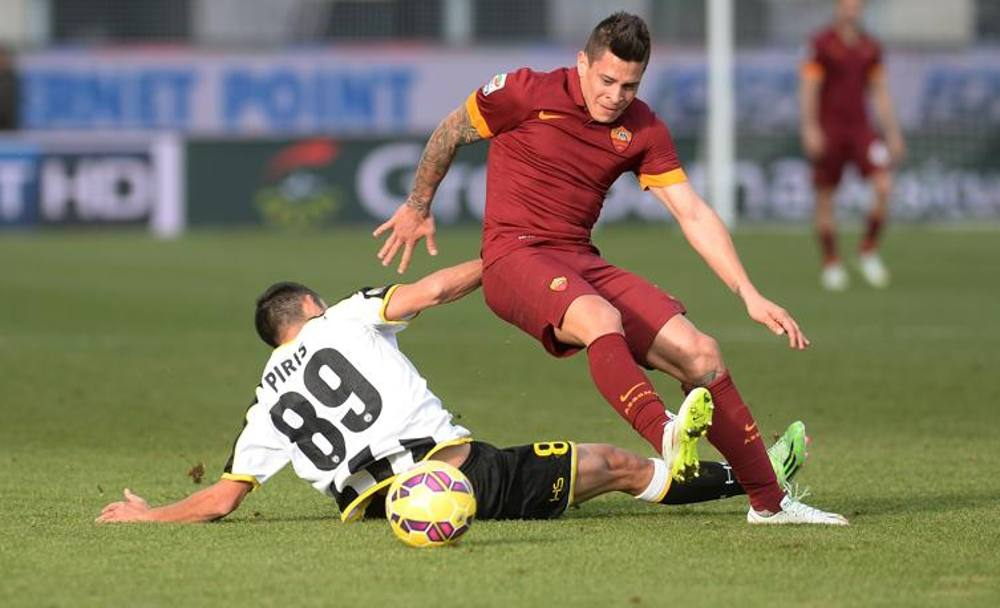 Iturbe salta l'ex giallorosso Piris. Getty Images