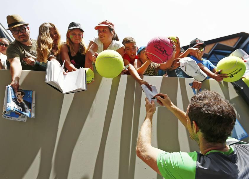 Australian Open 2015 Tennis. Andy Murray firma autografi ai fan (Action Images)
