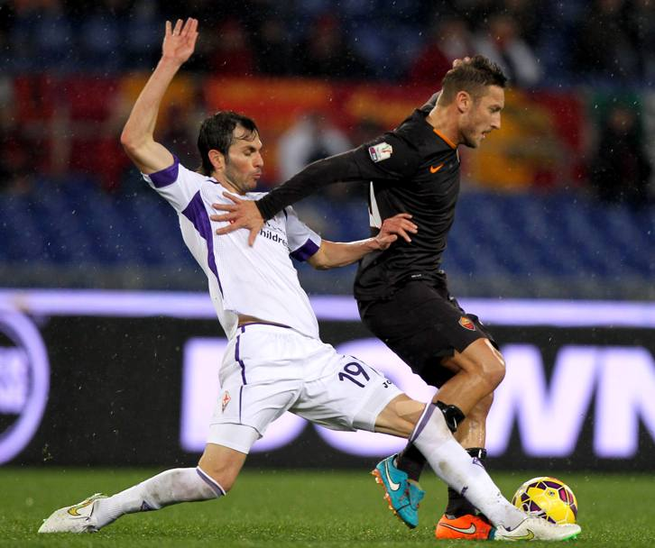 Basanta in tackle su Totti. Getty