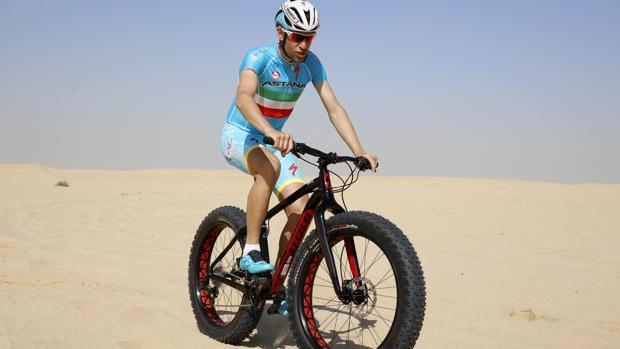 Una Bici Ed è Acrobazia Nibali Show Sulle Dune La Gazzetta Dello