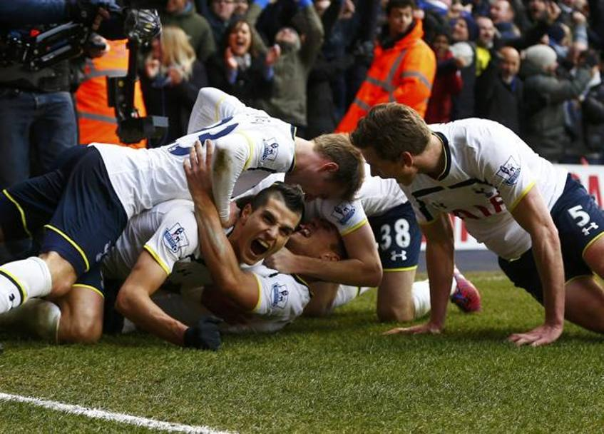 Festa Spurs a White Hart lane. Reuters
