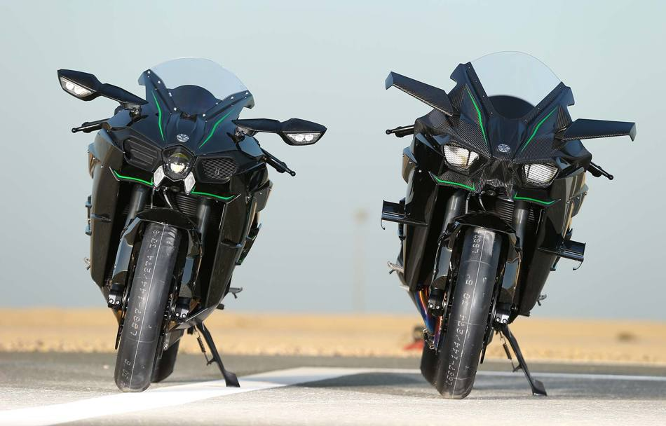Due Gemelle Diverse Targate Kawasaki A Sinistra La Stradale H2 Da 200 Cv