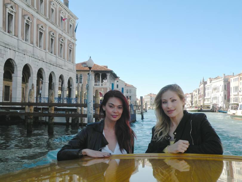 Vittoria Risi in Tera Patrick, dva potapljajoča porniča, Tra-8513