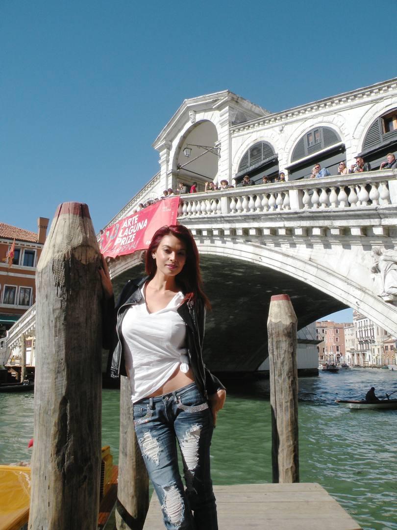 Vittoria Risi in Tera Patrick, potopita porno v Benetkah - La-7024