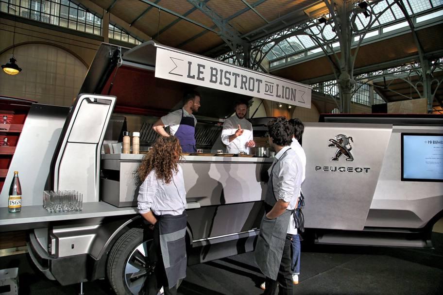 Lo street food del fuorisalone ci pensa peugeot - Furgone attrezzato con cucina ...