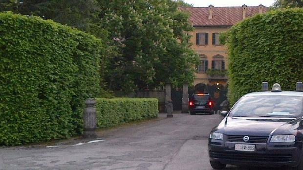 Interni Di Villa San Martino : Vertice di arcore si parte mr bee è da