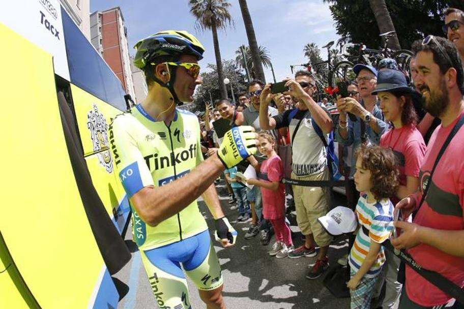 Tanta folla per Alberto Contador. Bettini