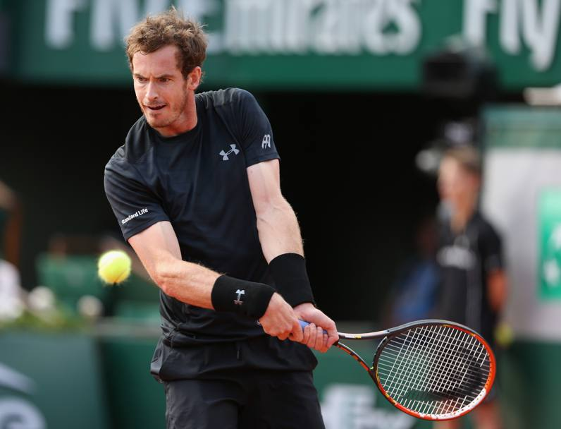 Andy Murray ribatte ad un colpo di Facundo Arguello (Getty Images)