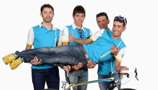 Da sinistra Dario Cataldo, 30 anni, Diego Rosa, 26, Paolo Tiralongo, 37 e Fabio Aru, 24. Bozzani