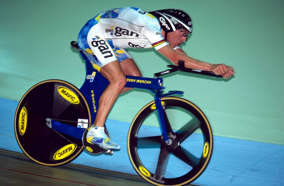 Chris Boardman nel 1996 durante tentativo del record dell'ora a Manchester. Bettini