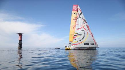 Lo scafo degli Emirati che ha trionfato alla Volvo Race si avvicina al traguardo. Afp