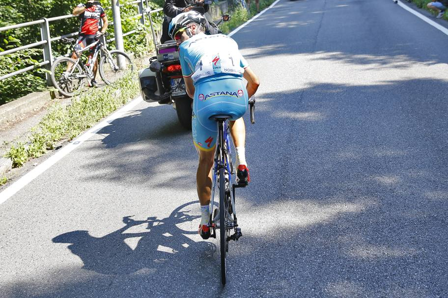 Nibali in solitaria. Bettini