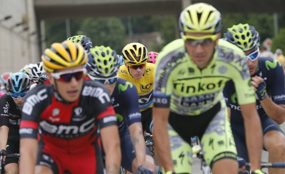 Chris Froome in gruppo. Ap