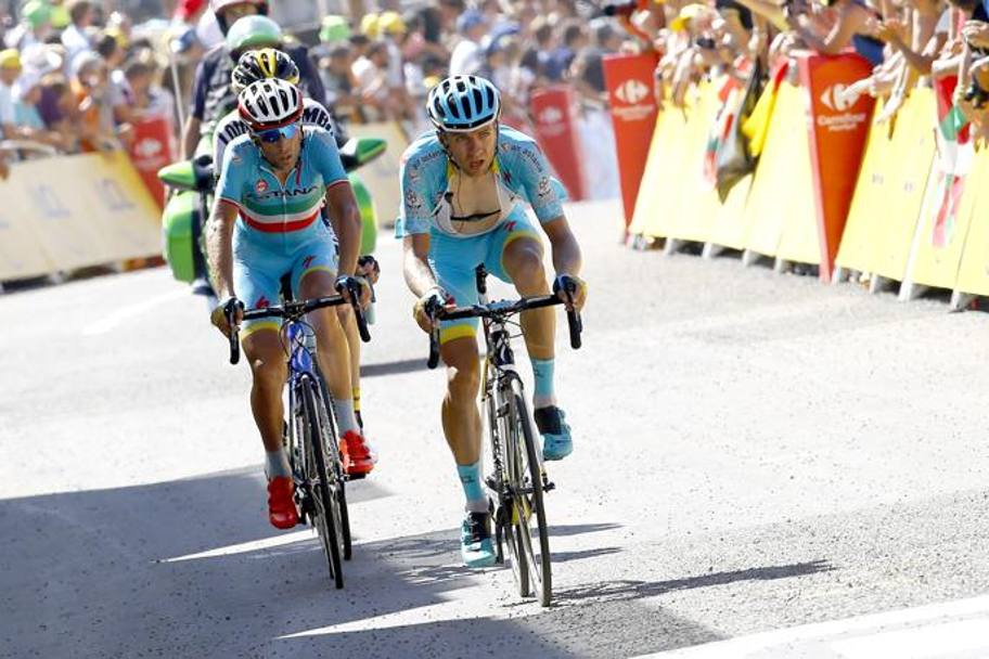 Vincenzo Nibali si stacca dopo meno di 5 km di ascesa. Bettini