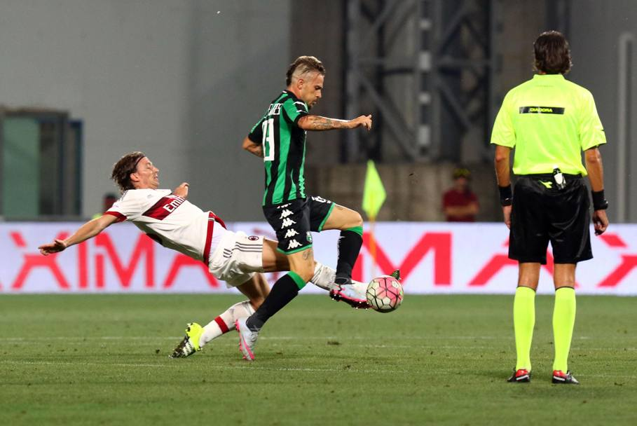 Montolivo in tackle. Ansa