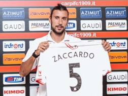 Cristian Zaccardo con la sua nuova maglia. carpifc1909.it