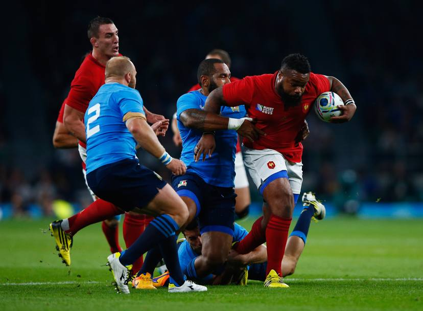 Bastareaud fugge alla difesa italiana. Getty Images