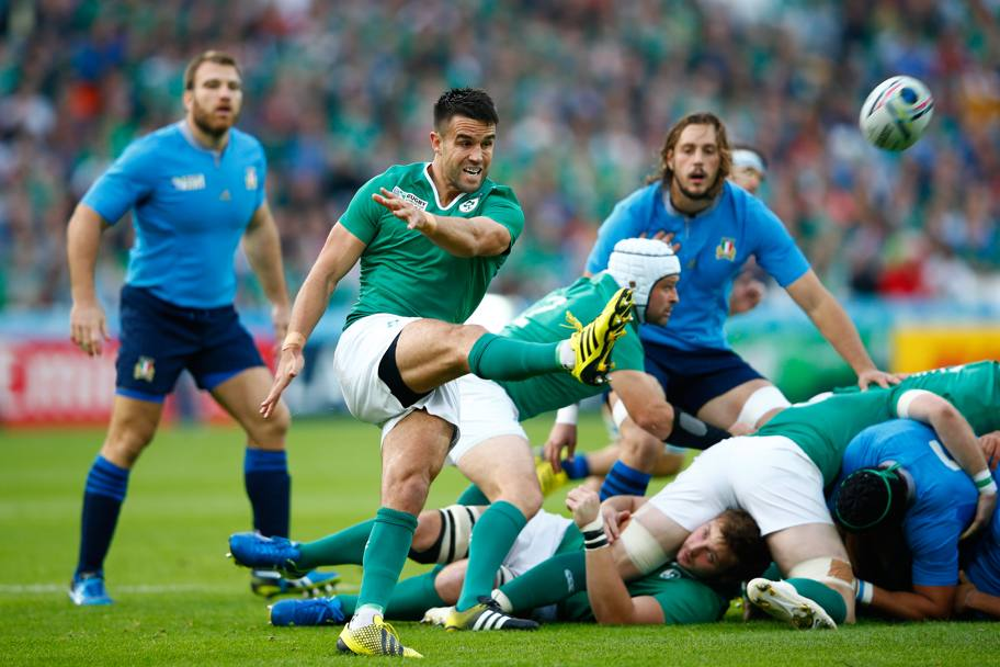 Conor Murray calcia il pallone (Getty Images)