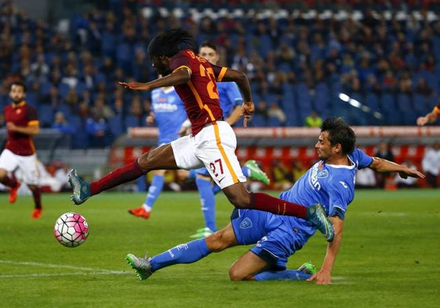Gervinho supera Zambelli. Reuters