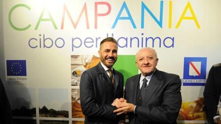 Fabio Cannavaro, 42 anni, con Vincenzo De Luca, 66 anni. Foto Pica