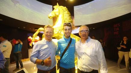 Alexander Vinokurov, Fabio Aru e Giuseppe Martinelli a Expo nel padiglione del Kazakistan . Bettini