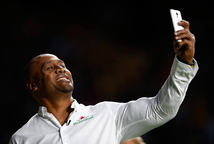 Mentre l'ex All Blacks si scatta un selfie.. (Getty Images)