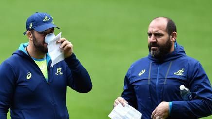 Il coach dell'Australia Michael Cheika (sx), 48 anni, con il suo secondo Mario Ledesma. AFP