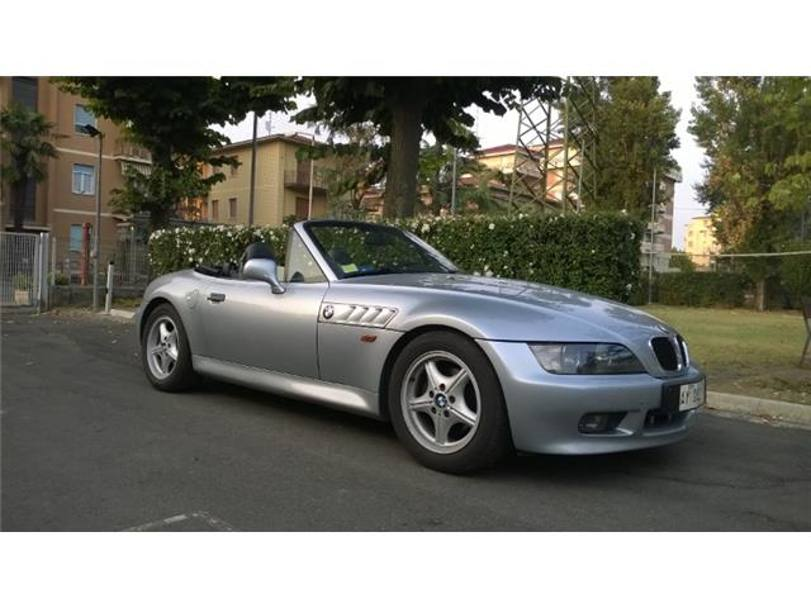 "Un'elegante Bmw Z3, apparsa in ""Goldeneye"" (1995) (Autoscout 24)"