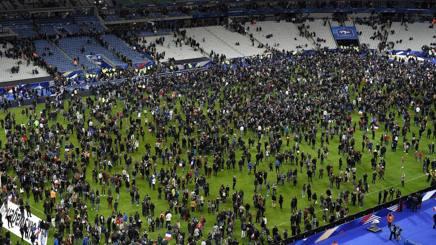 """Attentati Parigi, kamikaze col biglietto: """"Bloccato all'ingresso dello stadio"""""""
