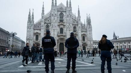 Attentati Parigi. Allarmi bomba a Roma e Milano. Francia, blitz a Charleville