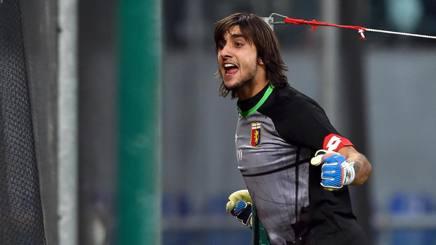 """Genoa, Dzemaili fa il gesto dell'ombrello e Perin: """"Abbiamo due p... così"""""""