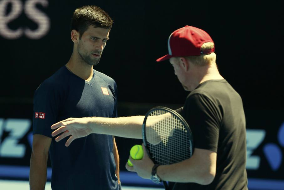 Novak Djokovic ascolta attentamente Boris Becker (Reuters)