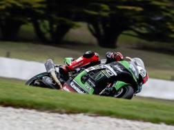 Tom Sykes in azione con la Kawasaki