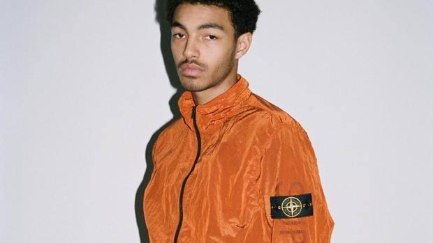 Track Jacket in NYLON METAL. Collo in piedi. Stampa Supreme tono su tono  sulla d7006199e1ff