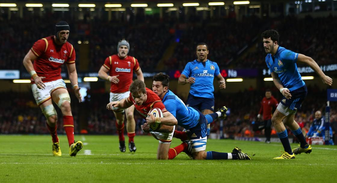 Liam Williams placcato da David Odiete (Getty Images)