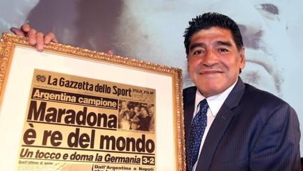 Maradona in visita alla Gazzetta. Ansa