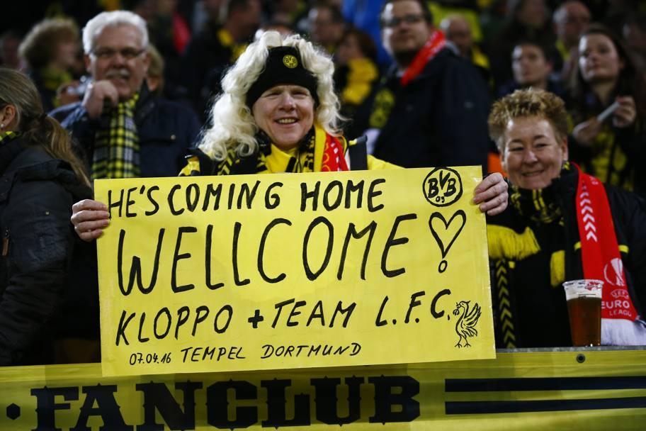 Bentornato a casa Klopp recita lo striscione di una tifosa giallonera. REUTERS