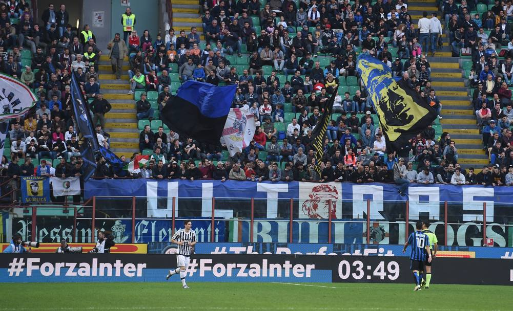 I tifosi dell'Inter a San Siro. GETTY