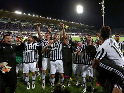 La festa dei giocatori della Juve dopo la vittoria di Firenze. Getty