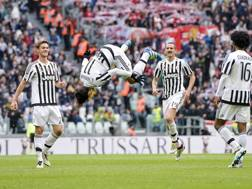 La capriola di Hernanes, al primo gol con la Juve. LaPresse
