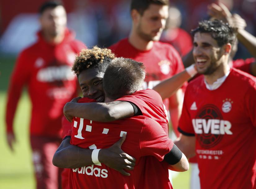 L'abbraccio tra Philipp Lahm e David Alaba. Reuters