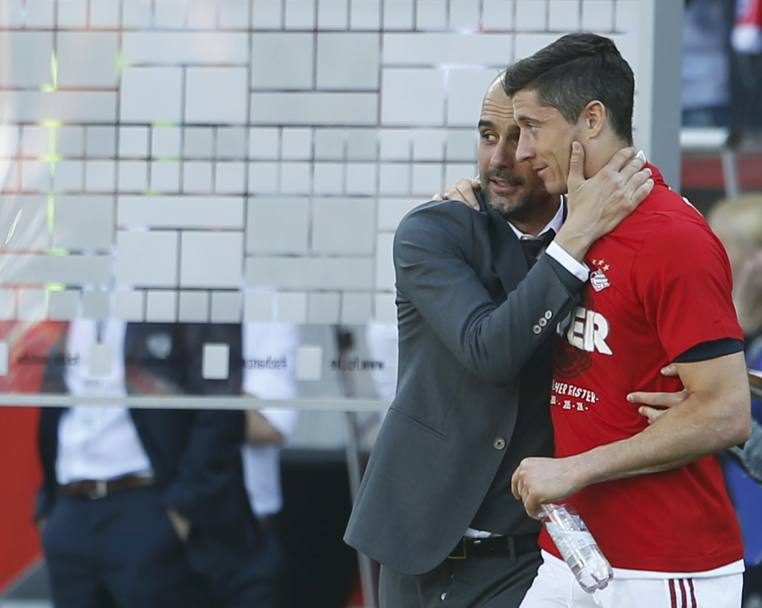 Pep Guardiola e Robert Lewandowski. Reuters