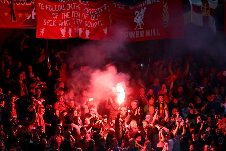 I tifosi del Liverpool in tribuna al St. Jakob-Park. Getty