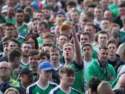 Tifosi sugli spalti durante Irlanda del Nord-Polonia. LaPresse