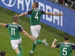 L'esultanza di McAuley dopo il gol dell'1-0. Ap