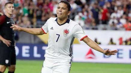 Carlos Bacca festeggia il gol-partita. Afp